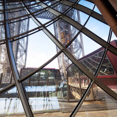 TourEiffel_interior_glass