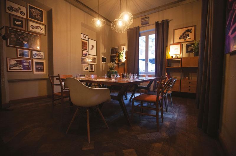 Deuscafè_interior_bar_room
