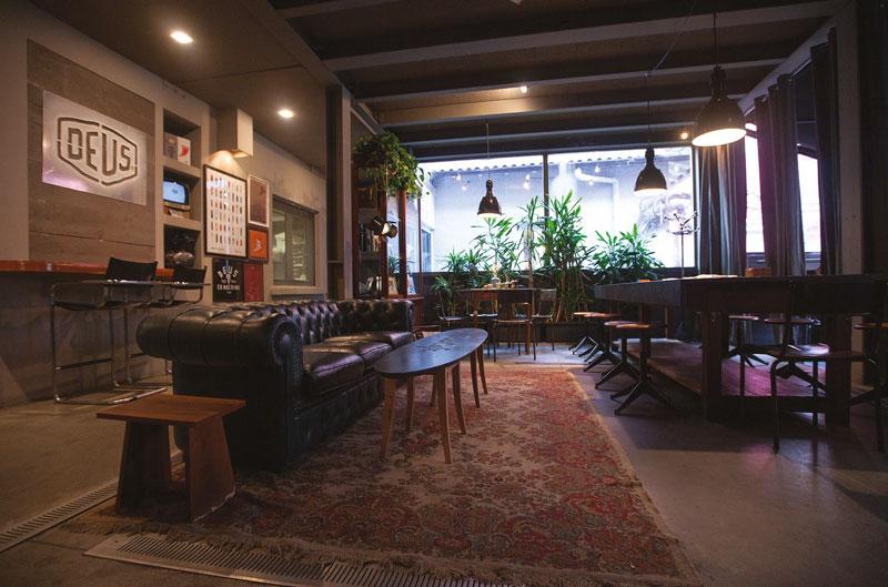 Deuscafè_interior_bar_table
