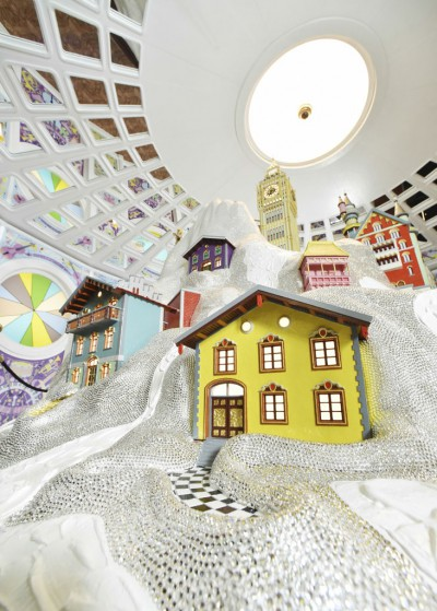 swarovski-crystal-world-wonder-house