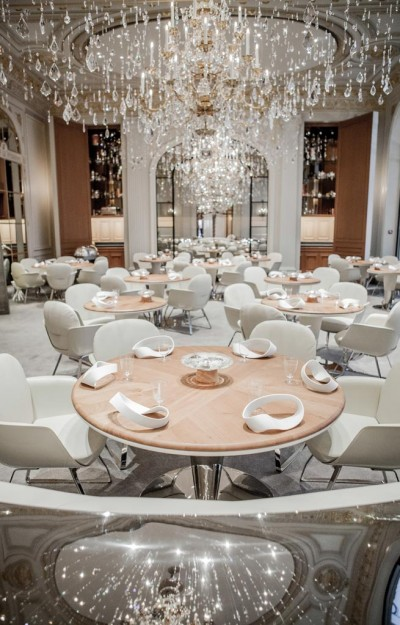 tableware of restaurant Alain Ducasse