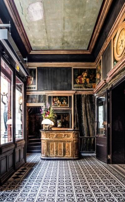 La zona della reception è stata mantenuta così com'era stata concepita nel 1885 quando era l'ingresso per i bagni termali.