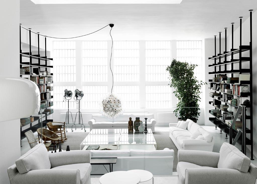 lo spazio integra suggerimenti complementari agli arredi della collezione e li contestualizza con bagni cucine