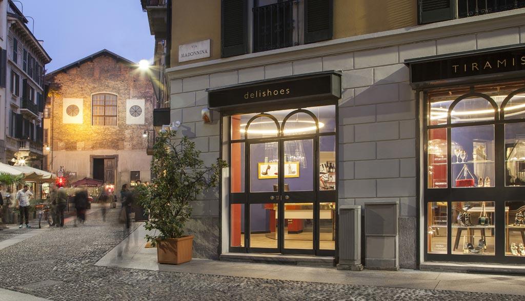 Il locale si sviluppa su più piani, come il dolce a strati di cui porta il nome.