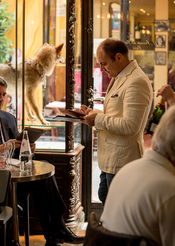 a weiter working at the Cafè Stern, Paris