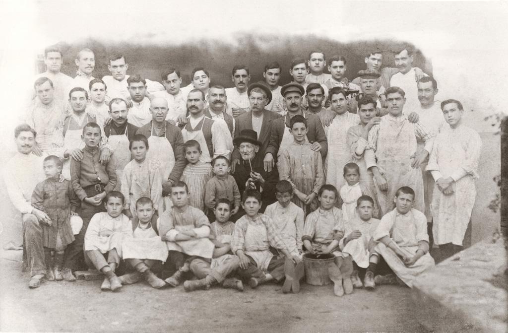 """Foto """"Familia"""" in bianco e nero dall'archivio Camper."""