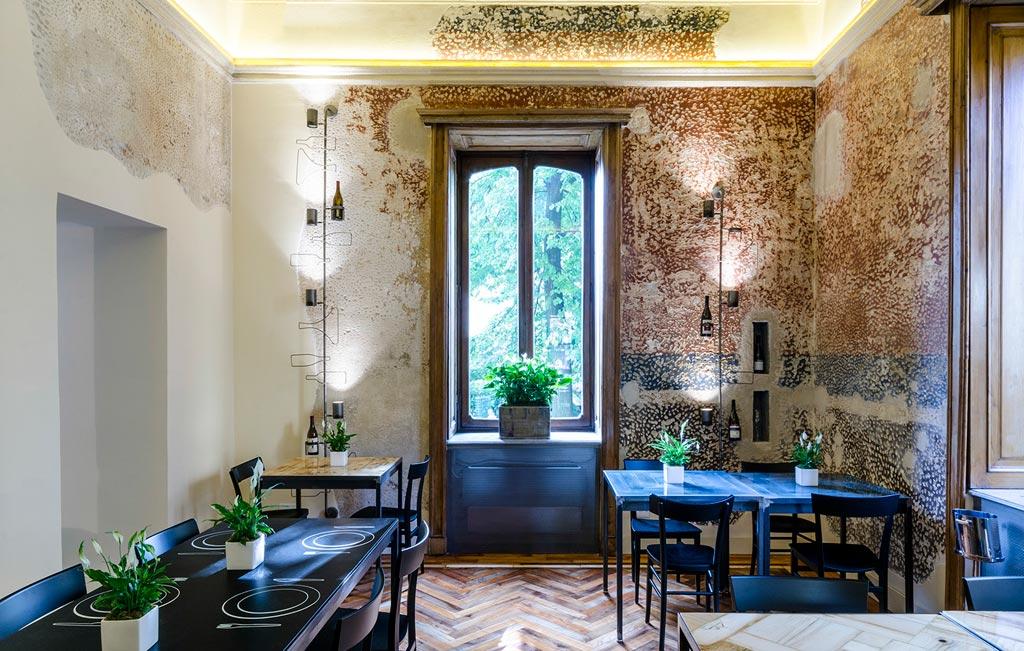 Le pareti della sala VIP sono state lavorate per far riemergere gli affreschi rimasti. Foto Elia Barbieri