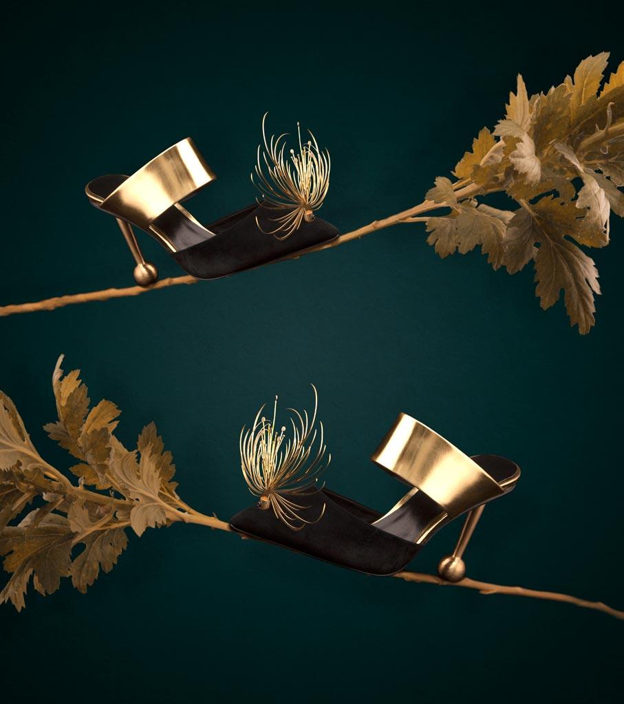 Equilibrio tra punta e tacco e finiture decorate caratterizzano la collezione di Peng You