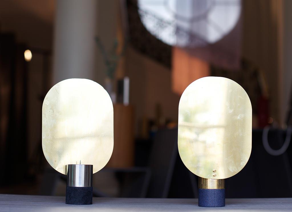 Le lampade firmate da Benwu Studio sono essenziali e decorative, capaci di unire morbidezza delle forme con particolarità di materiali